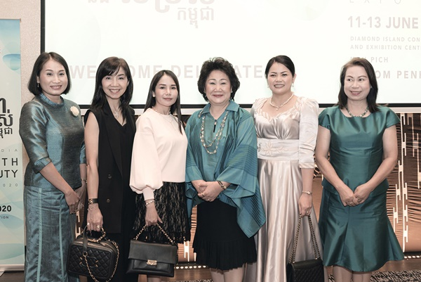 http://www.cambodiahealthbeauty.com/uploads/gallery/Official Launch 34